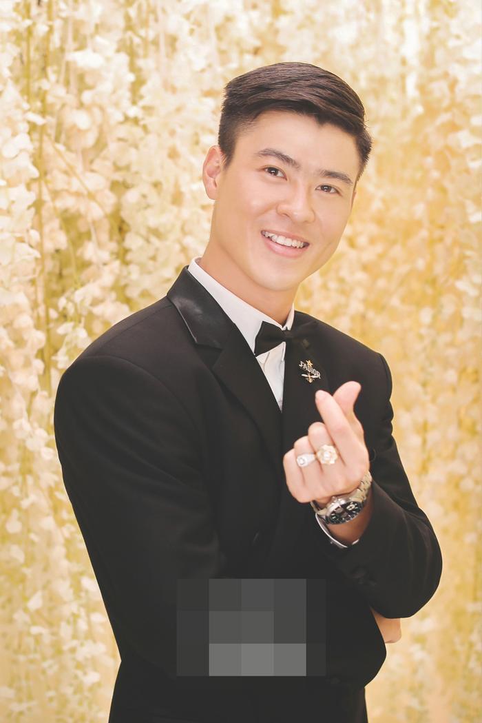 Bật mí chất liệu tuyệt đẹp tạo nên chiếc váy như mơ trong lễ cưới Duy Mạnh  Quỳnh Anh ảnh 4