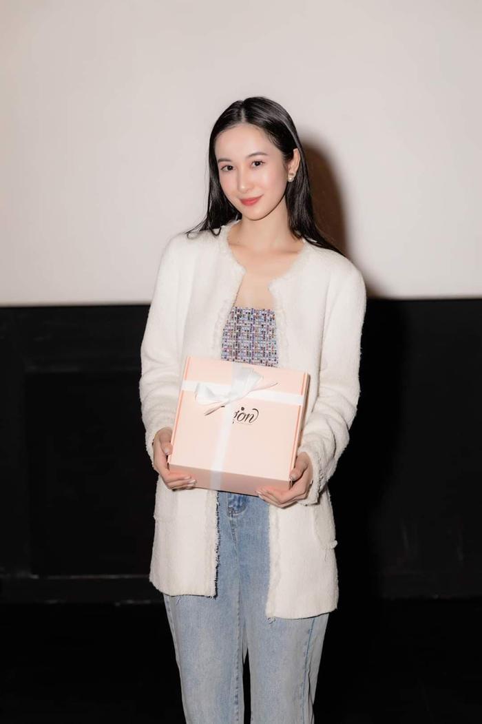 Jun Vũ xuất hiện với nhan sắc mong manh tại họp fan y như concert thu nhỏ ảnh 3