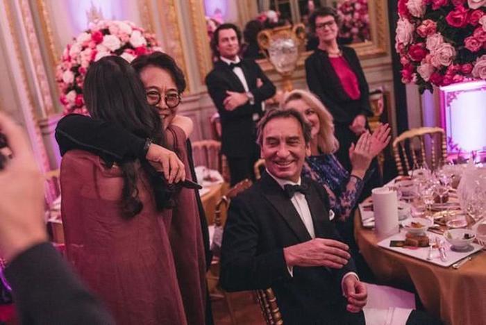 Nụ cười tự tin khiến con gái lớn của Lý Liên Kiệt trở thành tiêu điểm tại prom trong trường ảnh 8