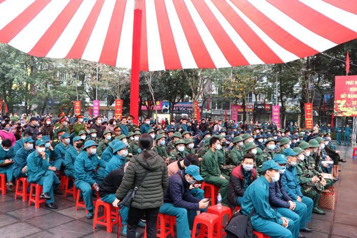 Sáng ngày 11/2, 30/30 quận, huyện, thị xã của thành phố Hà Nội sẽ đồng loạt tổ chức lễ giao, nhận quân năm 2020. Quận Đống Đa có tổng số 96 chiến sĩ lên đường nhập ngũ.