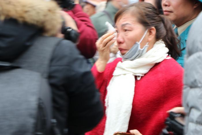 Cô gái bịn rịn bật khóc hôn tiễn người yêu tân binh lên đường nhập ngũ ảnh 21