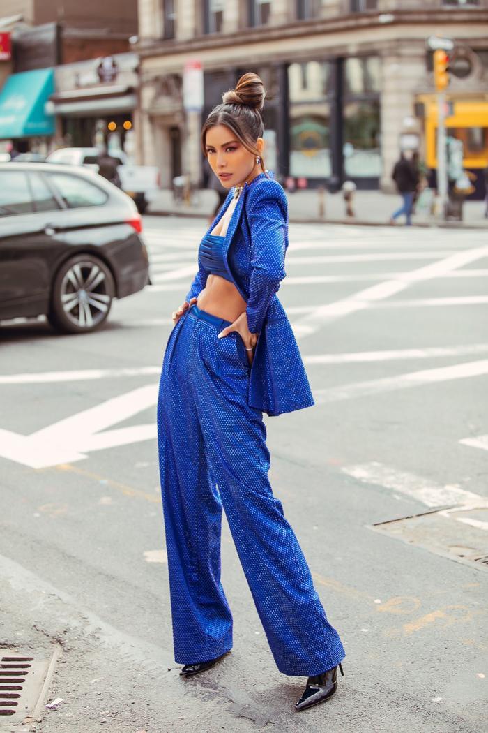 Thay đổi 2 phong cách khác nhau, Minh Tú nổi bật và đầy quyền lực tại ngày 2 New York Fashion Week 2020 ảnh 4