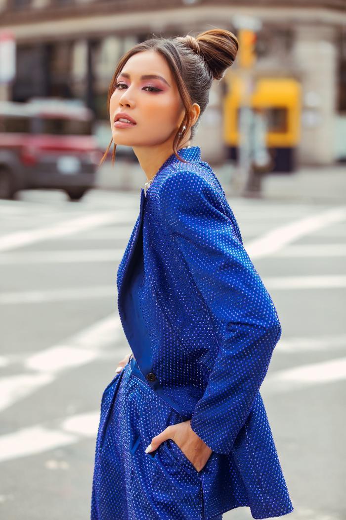 Thay đổi 2 phong cách khác nhau, Minh Tú nổi bật và đầy quyền lực tại ngày 2 New York Fashion Week 2020 ảnh 3