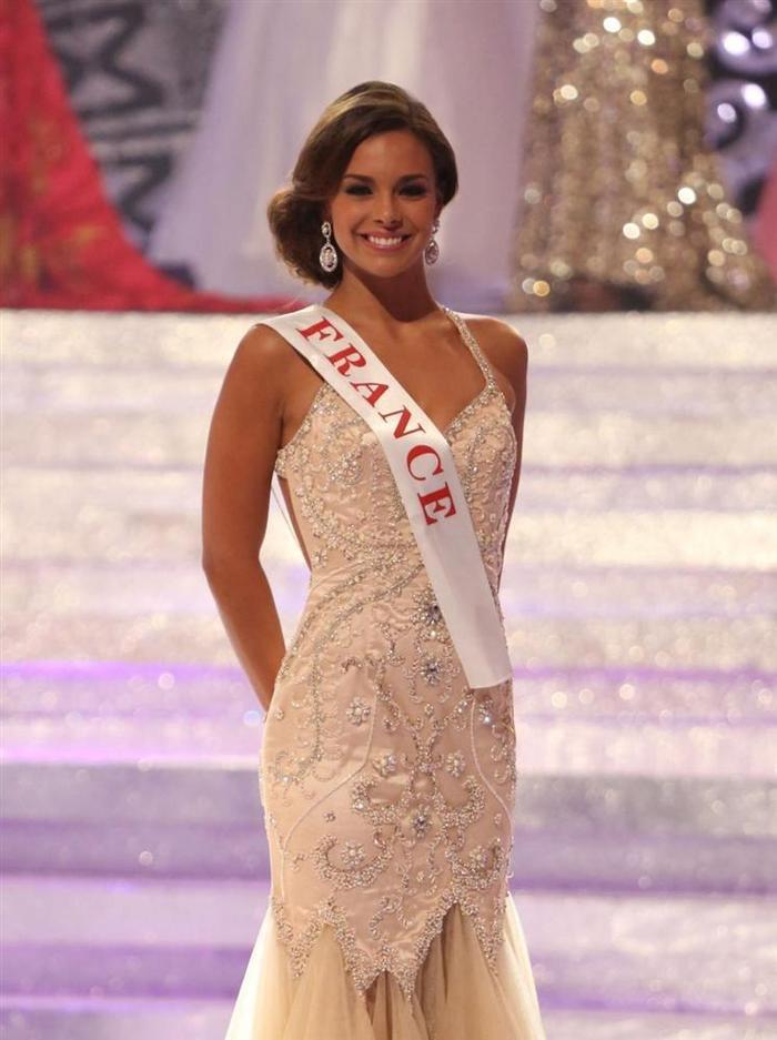 Marine Lorphelin chiến thắng danh hiệu Hoa hậu Pháp 2013 và lên ngôi Á hậu 1 tại cuộc thi Hoa hậu Thế giới năm 2013. Được các chuyên gia sắc đẹp đánh giá cao khi lần lượt đoạt giải nhất phần thi trang phục bãi biển, vị trí thứ 2 tại phần thí Top Model, và đứng thứ 6 ở phần thi Hoa hậu Nhân ái cô nàng vượt qua nhiều mỹ nhân quốc tế cùng năm trở thành Vẻ đẹp vượt thời gian.