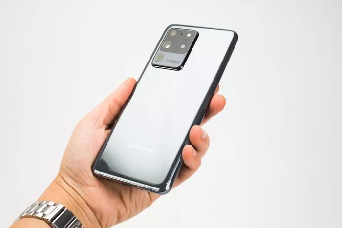 Galaxy S20 Ultra là chiếc điện thoại đầu tiên có khả năng quay video độ phân giải lên đến 8K. (Ảnh: Cnet)