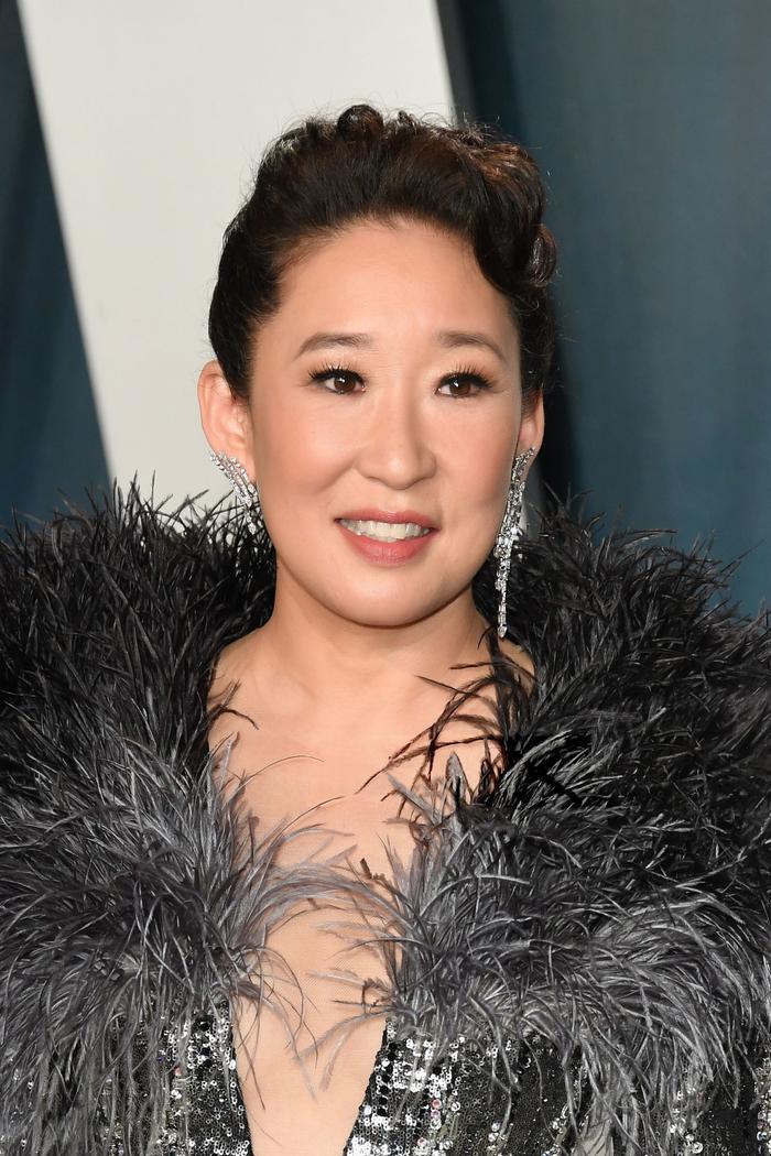 Quyền lực như một nữ hoàng, Sandra Oh nổi bật trên thảm đỏ tiệc hậu Oscar 2020 với sáng tạo của Công Trí ảnh 3
