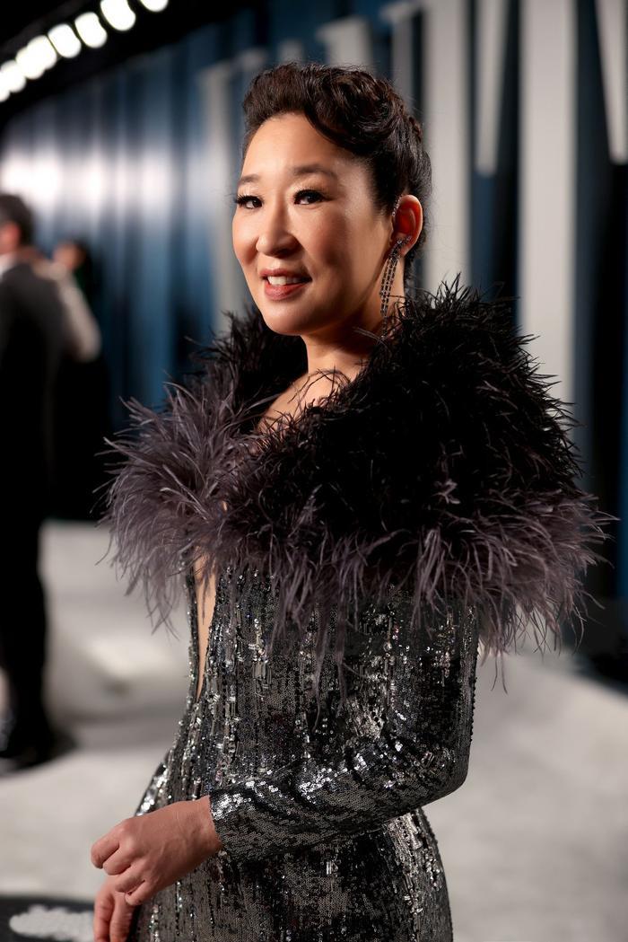 Quyền lực như một nữ hoàng, Sandra Oh nổi bật trên thảm đỏ tiệc hậu Oscar 2020 với sáng tạo của Công Trí ảnh 5