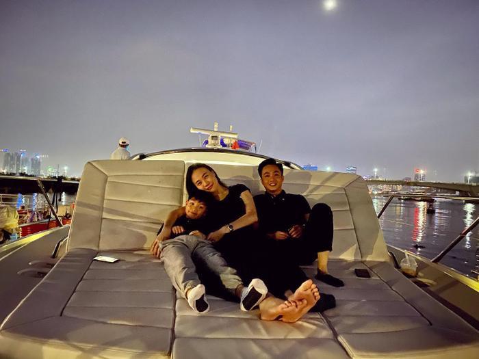 Đàm Thu Trang cũng có mối quan hệ vô cùng thân thiết với Subeo – con trai riêng của Cường Đôla