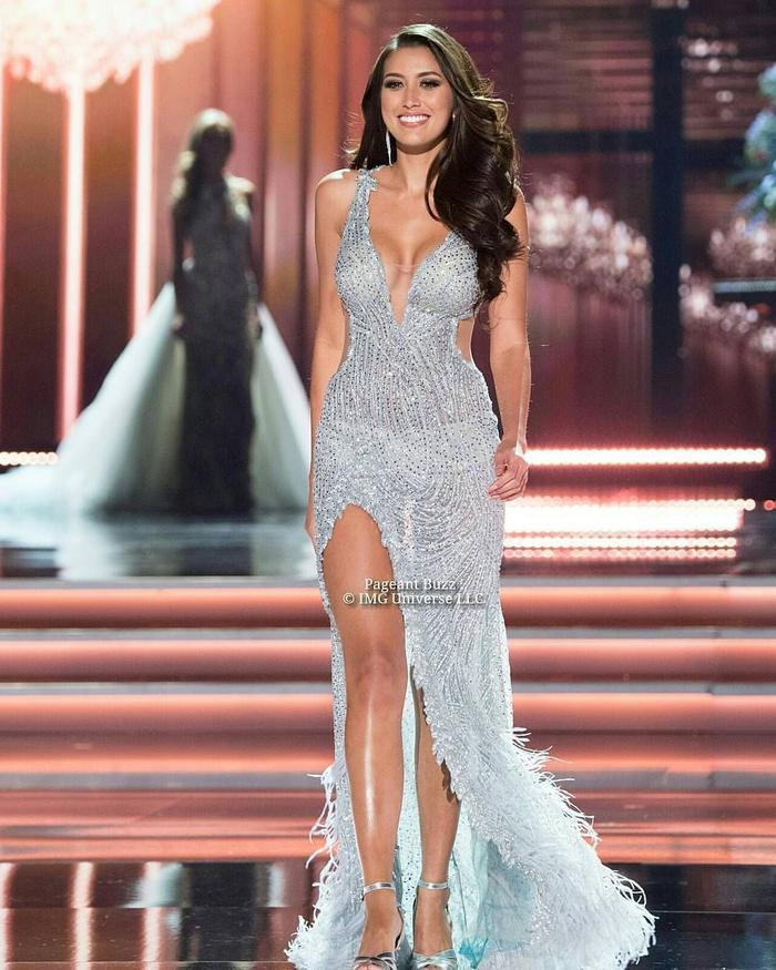 Đại diện Philippines ở Miss Universe 2017 là Rachel Peters không đi theo nước cờ của đàn chị. Sau đó cô cũng không vượt qua vòng thi trang phục dạ hội và dừng chân ở top 10.