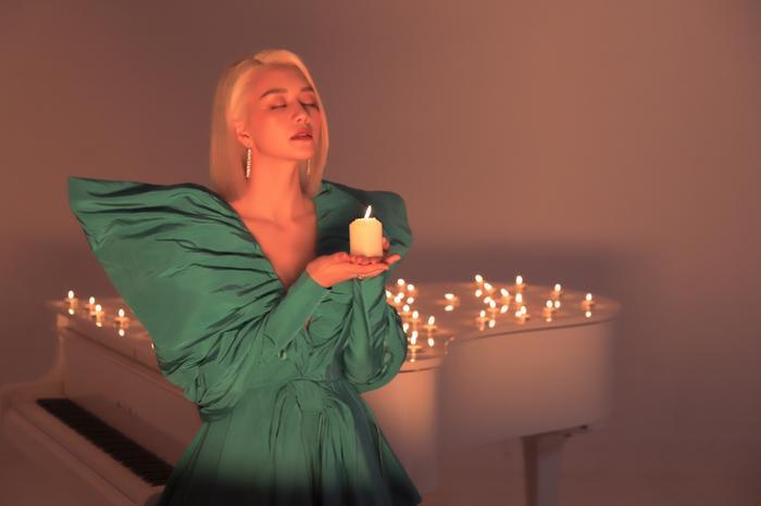 Nữ ca sĩ gửi lời cảm ơn đến cố nhạc sĩ Xuân Hiếu – Người góp mặt vào thực hiện dự án lần này của cô.
