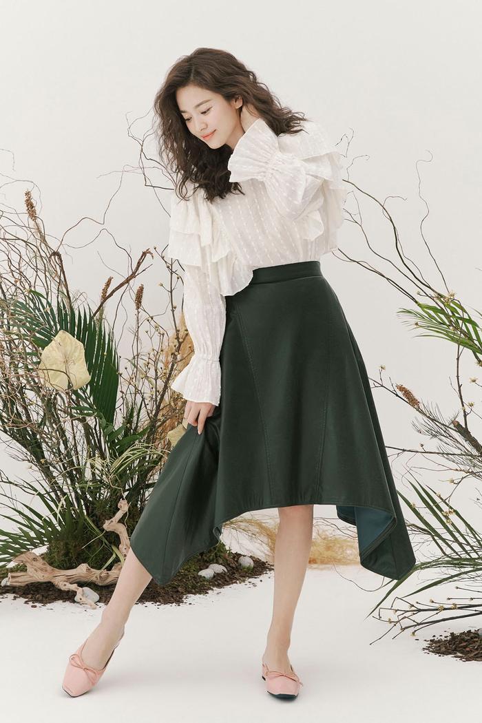 Song Hye Kyo để tóc sợi mì, khoe vẻ đẹp tựa nữ thần ngày Valentine ảnh 5