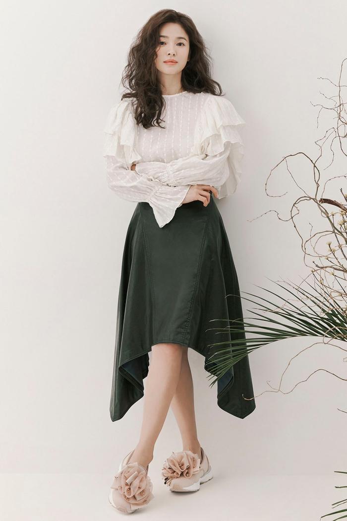 Song Hye Kyo để tóc sợi mì, khoe vẻ đẹp tựa nữ thần ngày Valentine ảnh 6