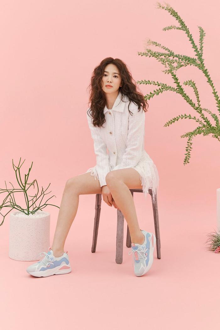Song Hye Kyo để tóc sợi mì, khoe vẻ đẹp tựa nữ thần ngày Valentine ảnh 9
