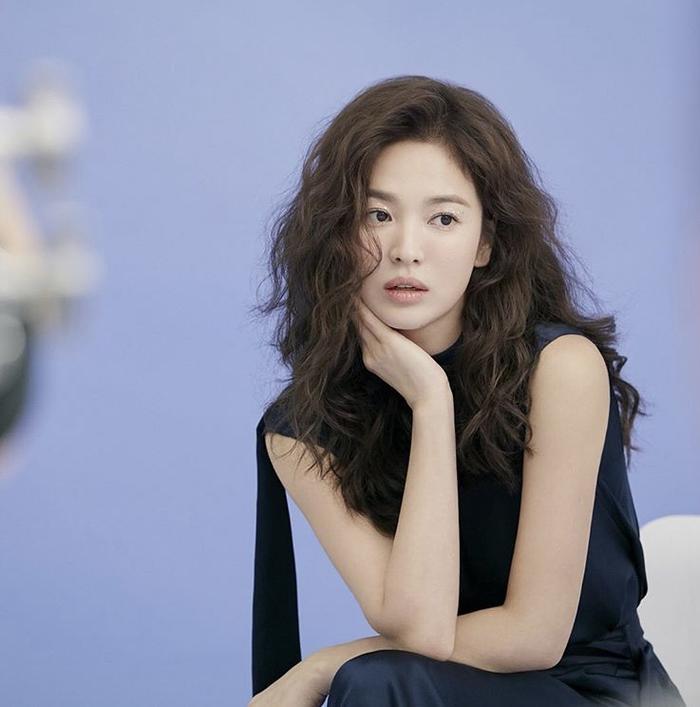 Song Hye Kyo để tóc sợi mì, khoe vẻ đẹp tựa nữ thần ngày Valentine ảnh 13