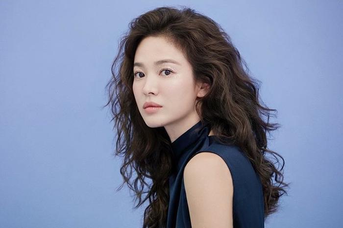 Song Hye Kyo để tóc sợi mì, khoe vẻ đẹp tựa nữ thần ngày Valentine ảnh 11