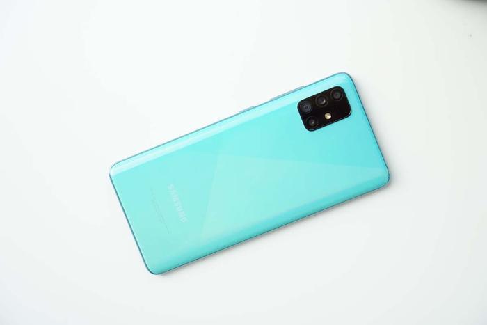 4 smartphone có màu sắc độc lạ, tặng Valentine đảm bảo nửa kia sẽ thích ảnh 1
