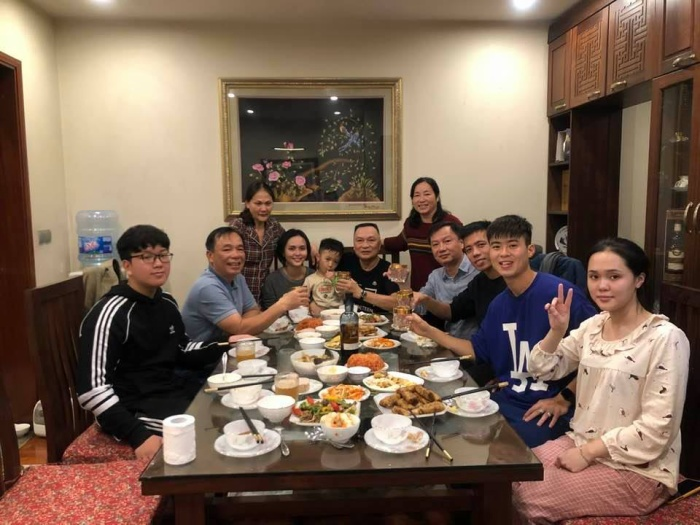 Niềm hạnh phúc và tự hào của ông Nguyễn Giang Đông về gia đình, bởi có hai người con gái rất giỏi và ngoan hiền. Ảnh: NVCC