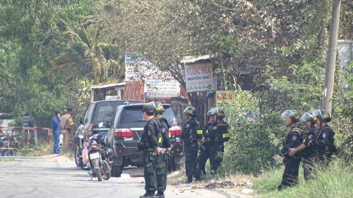 Lực lượng chức năng có mặt tại hiện trường Tuấn khỉ bị bắt. Ảnh: báo Giao Thông