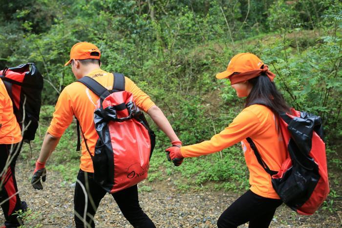 Những cái nắm tay, những thử thách bước ra khỏi vòng an toàn đã kết nối những trái tim trẻ với nhau.