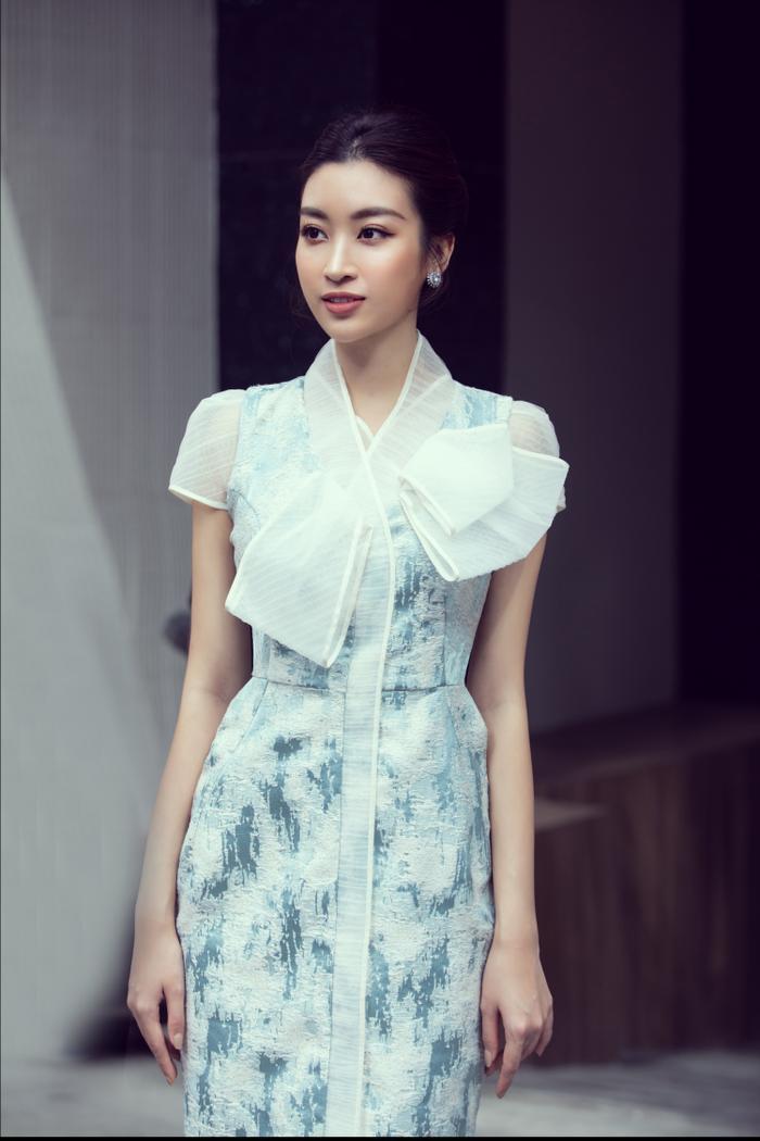Sau khi cắt tóc ngắn, Lương Thuỳ Linh đứng cạnh Đỗ Mỹ Linh trông như một cặp song sinh ảnh 0