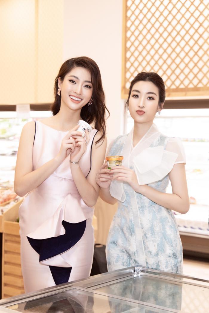 Sau khi cắt tóc ngắn, Lương Thuỳ Linh đứng cạnh Đỗ Mỹ Linh trông như một cặp song sinh ảnh 6