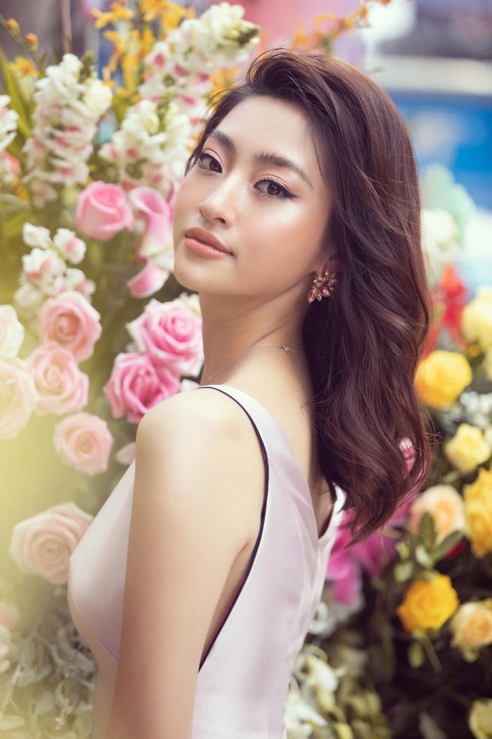 Sau khi cắt tóc ngắn, Lương Thuỳ Linh đứng cạnh Đỗ Mỹ Linh trông như một cặp song sinh ảnh 2