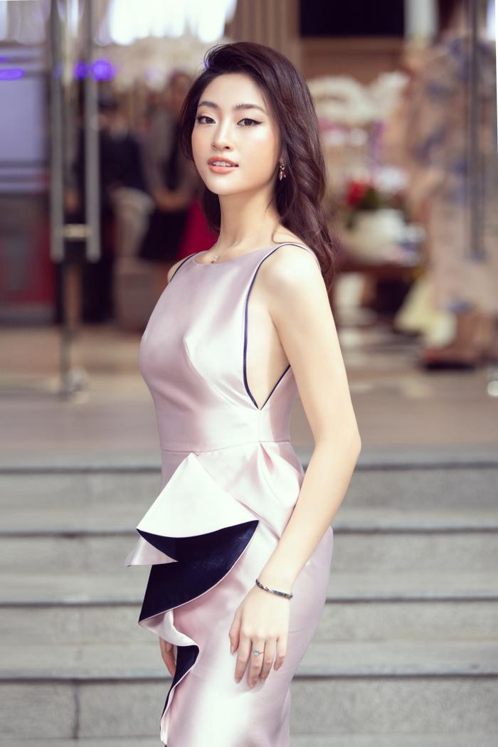 Sau khi cắt tóc ngắn, Lương Thuỳ Linh đứng cạnh Đỗ Mỹ Linh trông như một cặp song sinh ảnh 5