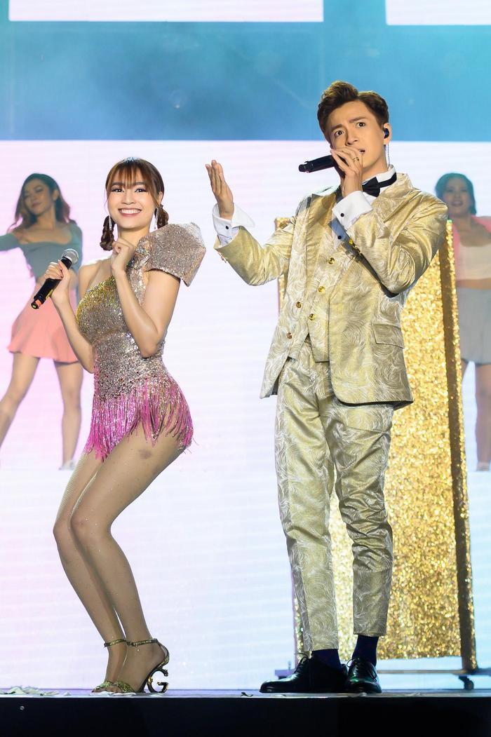 Ngô Kiến Huy và Ninh Dương Lan Ngọc trên sân khấu liveshow Truyền thái y.