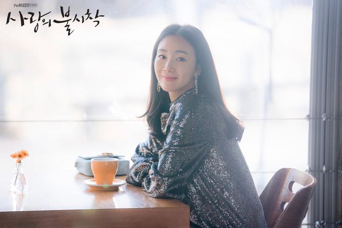 Choi Ji Woo gửi quà ủng hộ mối lương duyên của Lee Yeon Hee và Ok Taecyeon (2PM) ảnh 1