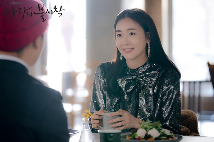 Choi Ji Woo gửi quà ủng hộ mối lương duyên của Lee Yeon Hee và Ok Taecyeon (2PM) ảnh 4