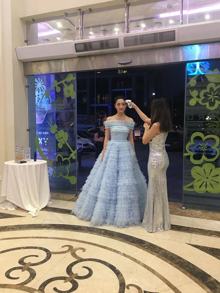 Kém 10 tuổi và chênh nhau 15cm, Lương Thùy Linh  Nhã Phương vẫn cho ra cái kết mát lòng mát dạ khi đụng độ váy công chúa ảnh 1