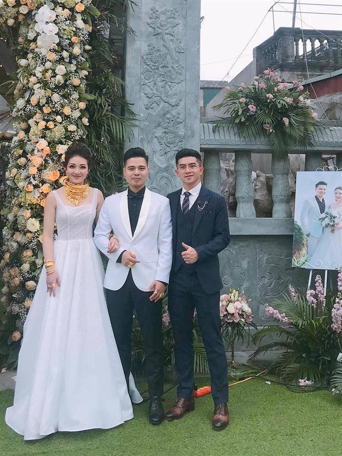 Cô dâu được bố tặng 200 cây vàng trong dịp trọng đại