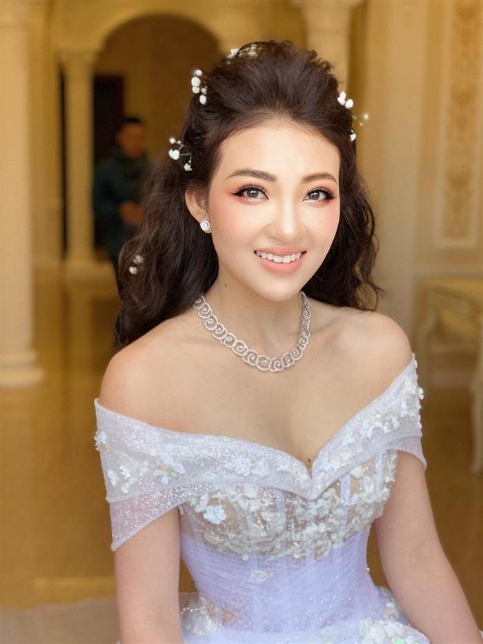 Cô dâu xinh đẹp Trần Thu Hương