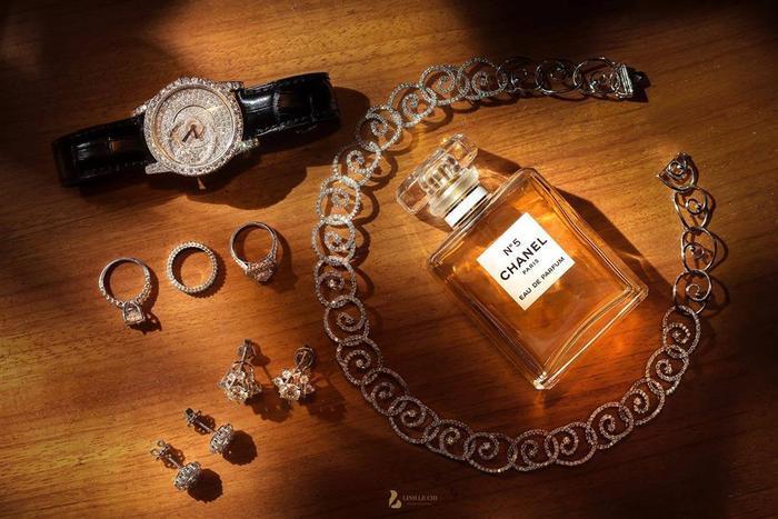Những món trang sức đắt tiền của cô dâu Thu Hương