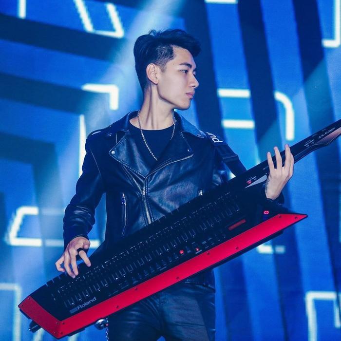 Hình ảnh của K-ICM luôn gắn liền với cây đàn vì thế người hâm mộ vô cùng chờ đợi vai trò mới của anh chàng.