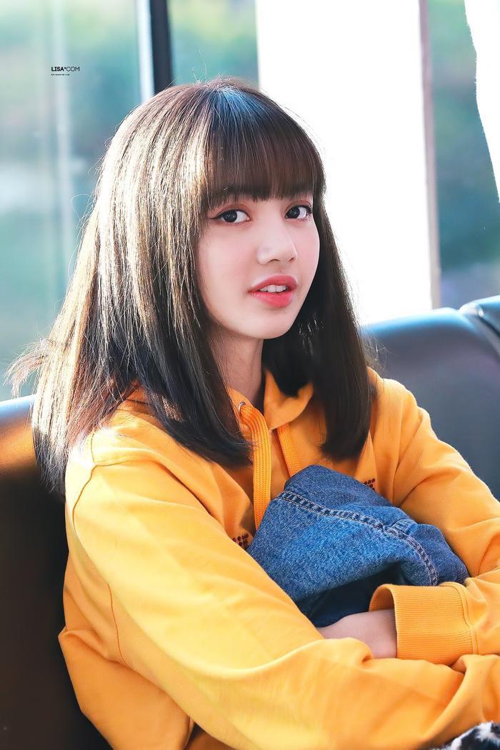 YG Ent đăng kí bản quyền tên thật của Lisa.