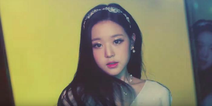 IZ*ONE tung MV sau ồn ào gian lận, lượng đặt trước album vượt cả Kill This Love (BLACKPINK) ảnh 3