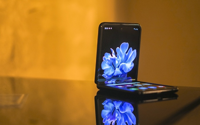 PhoneArena đã đưa ra dẫn chứng thuyết phục cho thấy Samsung không hề nói dói về màn hình Galaxy Z Flip. (Ảnh: Gadgetmatch)