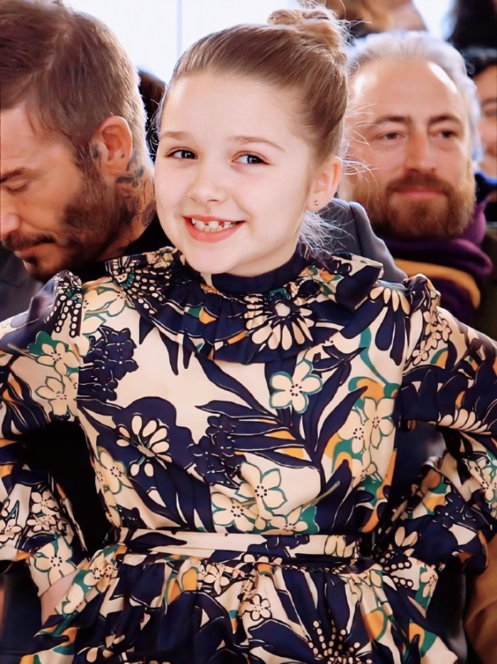 Mỗi năm, các thành viên gia đình không thể vắng mặt trong show riêng của Victoria Beckham.