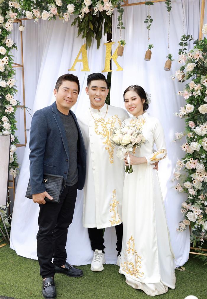 Đám cưới còn có sự xuất hiện của diễn viên Kinh Quốc.
