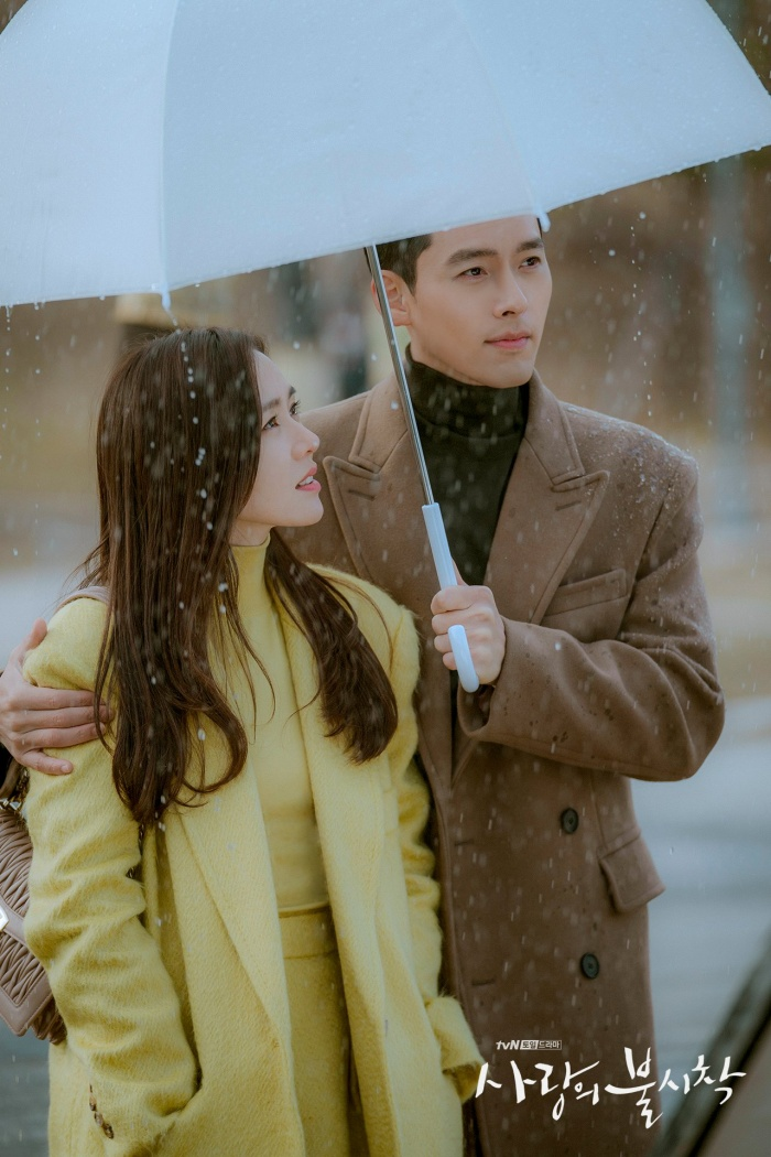 Lãng mạn đi dưới mưa.