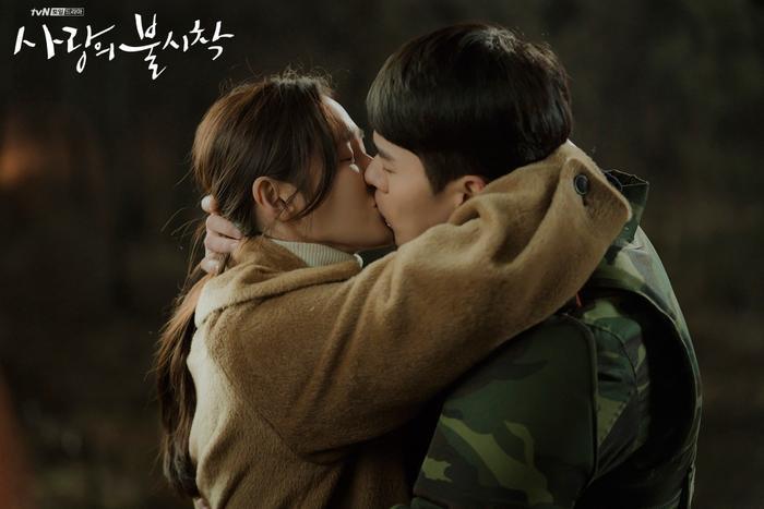 Son Ye Jin  Hyun Bin chọn cảnh phim hay nhất trong 16 tập Hạ cánh nơi anh ảnh 1