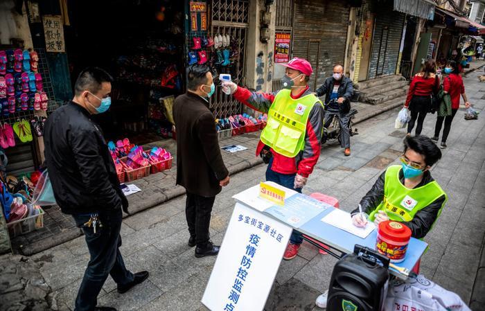 Trung Quốc giám sát người nhiễm virus corona bằng mã vạch màu trên điện thoại