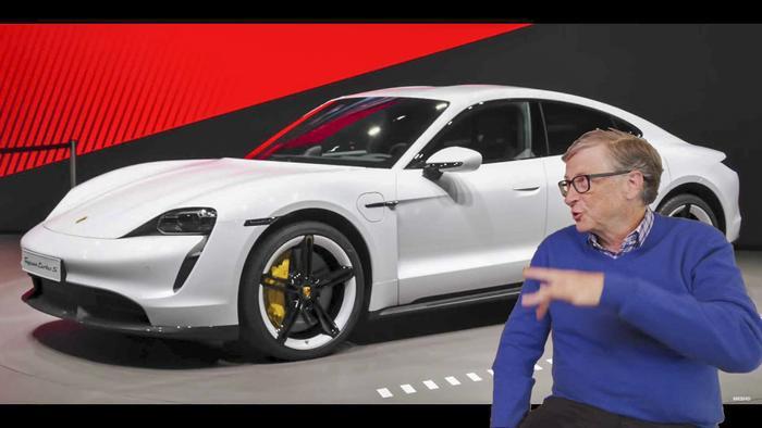 Tỷ phú Bill Gates hào hứng khi nói về chiếc Porsche Taycan mà ông vừa mới mua gần đây. (Ảnh:Marques Brownlee)