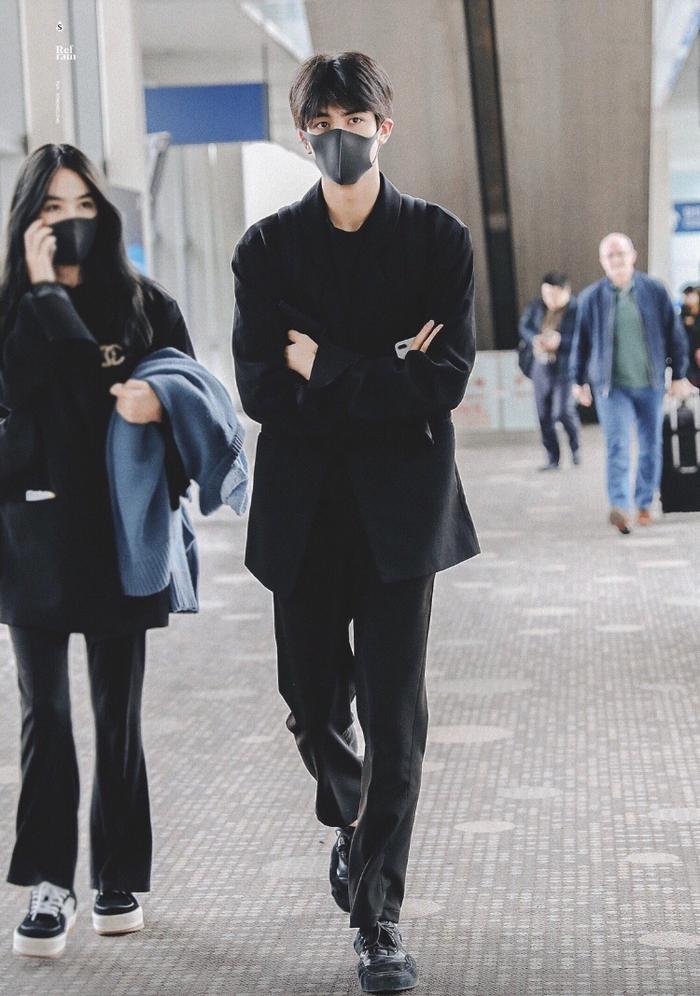 Nhan sắc 2 người chị gái của Tống Uy Long được hé lộ: Xinh hết phần thiên hạ ảnh 2