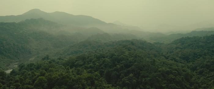 Khung cảnh núi rừng hùng vĩ được thể hiện trong phim.