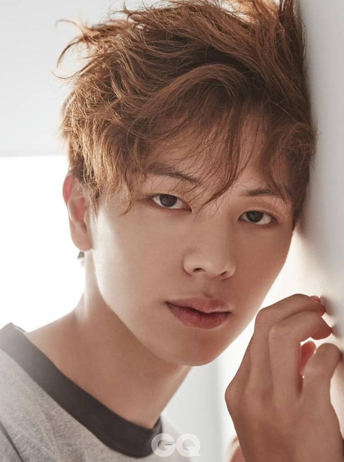 Trong khi Sung Jae nổi bật với vẻ nam tính, trẻ trung.