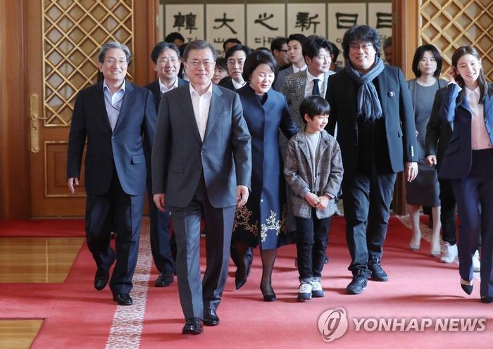 Dàn sao Ký sinh trùng được tổng thống Moon Jae In vinh danh tại Nhà Xanh ảnh 3