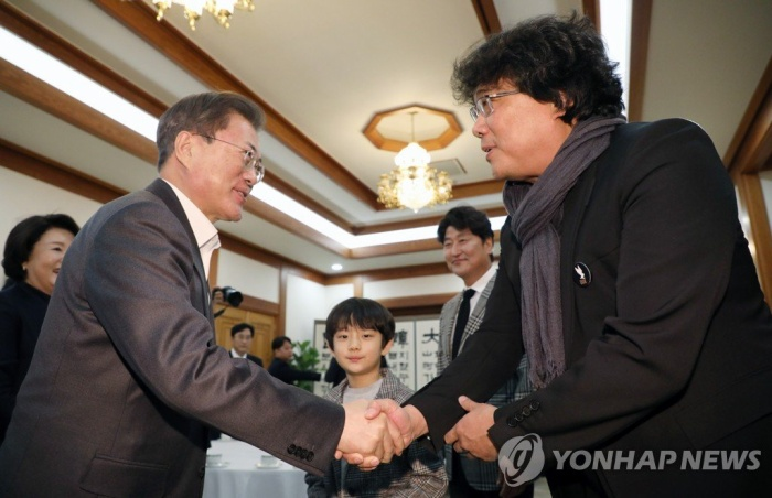 The cast of 'Parasites' was honored by President Moon Jae In at the Blue House