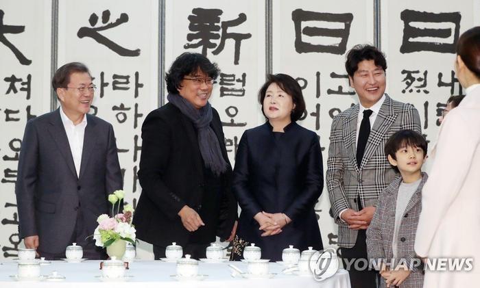 Dàn sao Ký sinh trùng được tổng thống Moon Jae In vinh danh tại Nhà Xanh ảnh 4